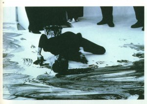 Janine Antoni, Loving care, 1992 {JPEG}